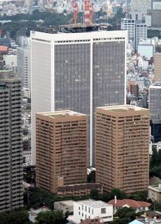Ark_Hills_Tokyo_from_Tokyo_Tower.jpg